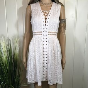 BEAUTIFULLY DETAILED LACE DRESS